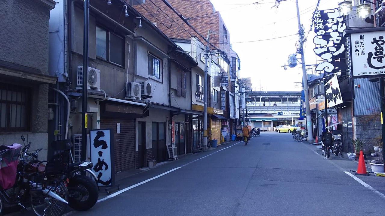 JR塚本駅と 東口ロータリー南東から 東に延びる道