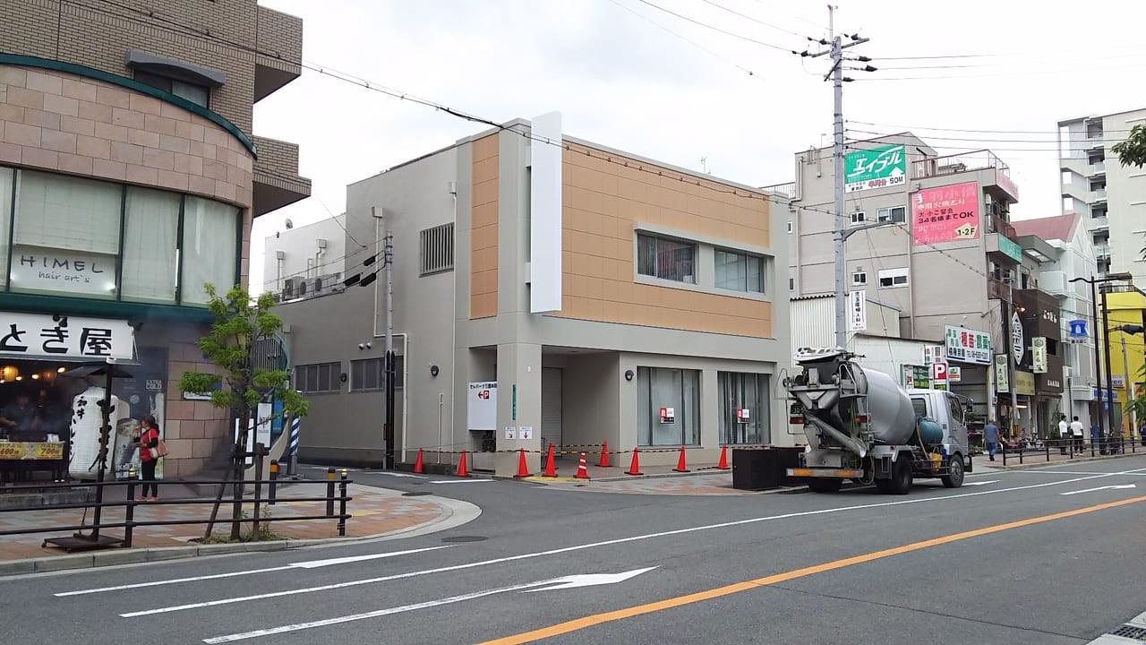 阪急三国駅 向かいの店舗